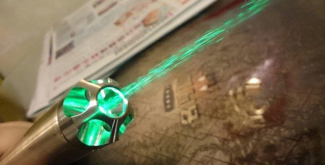 pointeur laser convient pour le camping en plein air utilisation
