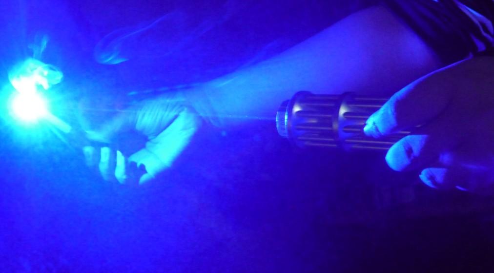 laser pointeur puissant bleu