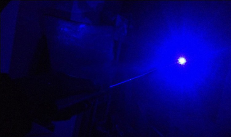gros laser bleu