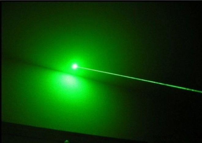 Laser vert 200mw charge usb conception